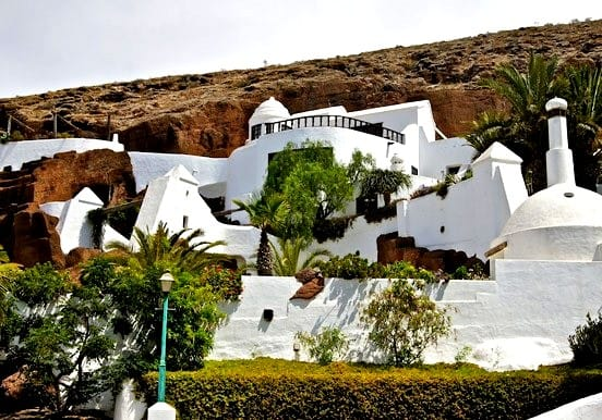 see Lagomar in Nazaret village on a lanzarote jeep safari