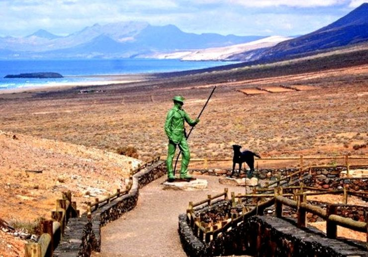 El Cofete jeep tour viewpoint with statue