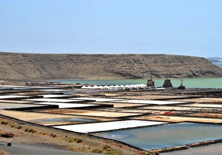 Jeep tour to visit salt plains in Las Salinas de Janubio