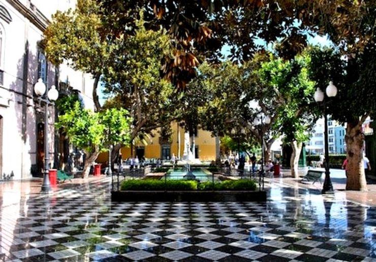 Shady plaza in Las Palmas de Gran Canaria