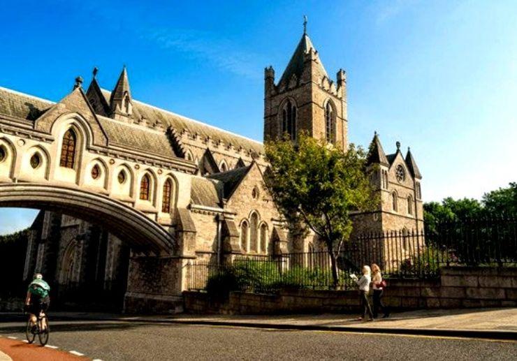 Hop on hop off Christ Church Cathedral Dublin