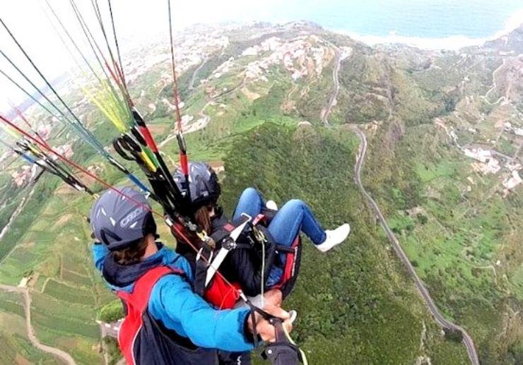 Enjoy coastal view on a tandem paraglide