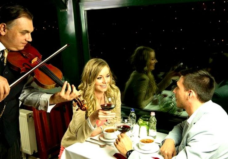Dinner and cruise Danube river with live music
