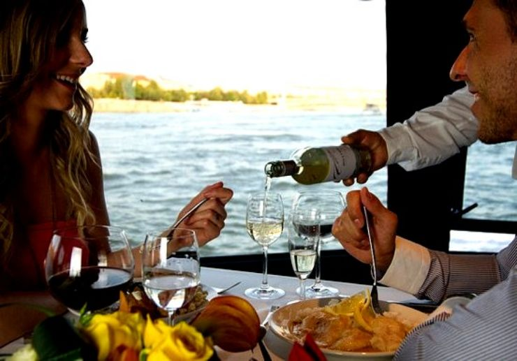 Enjoy eating lunch while cruising in Budapest