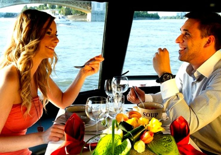Lunch and cruise on Danube river in Budapest