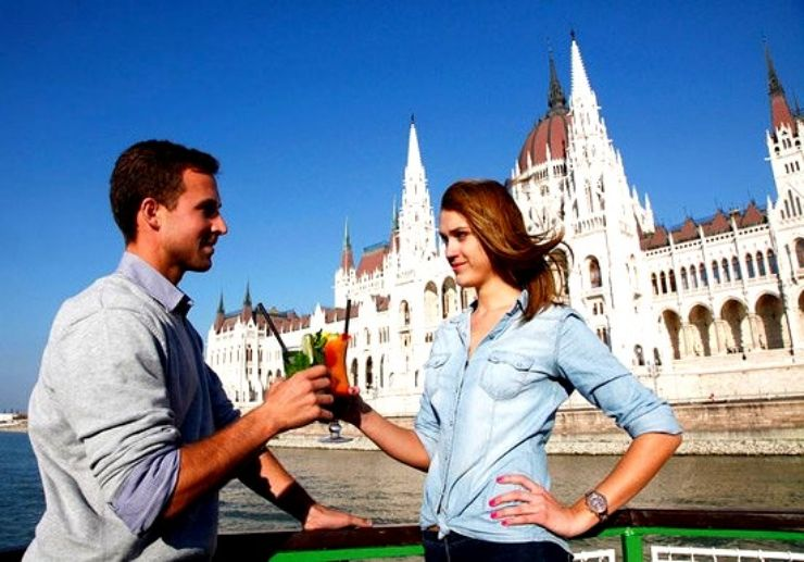 Cocktails and cruise on the Danube