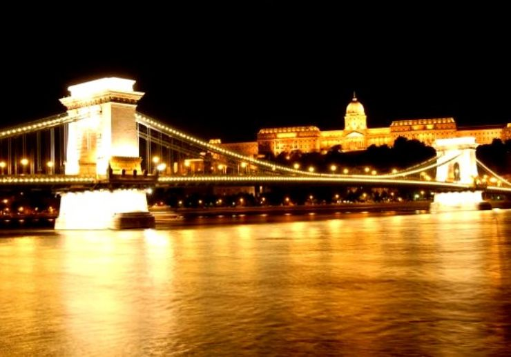See chain bridge in Budapest on dinner cruise along Danube