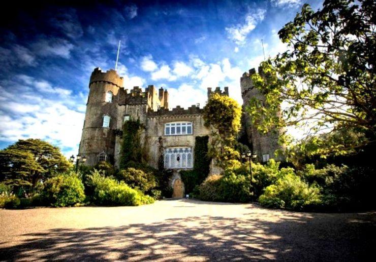 Malahide castle and Howth Bus Tour