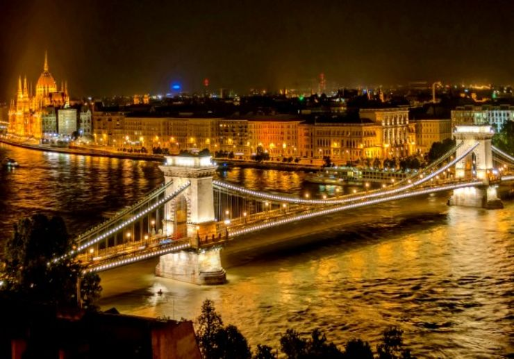 Night view chain bridge