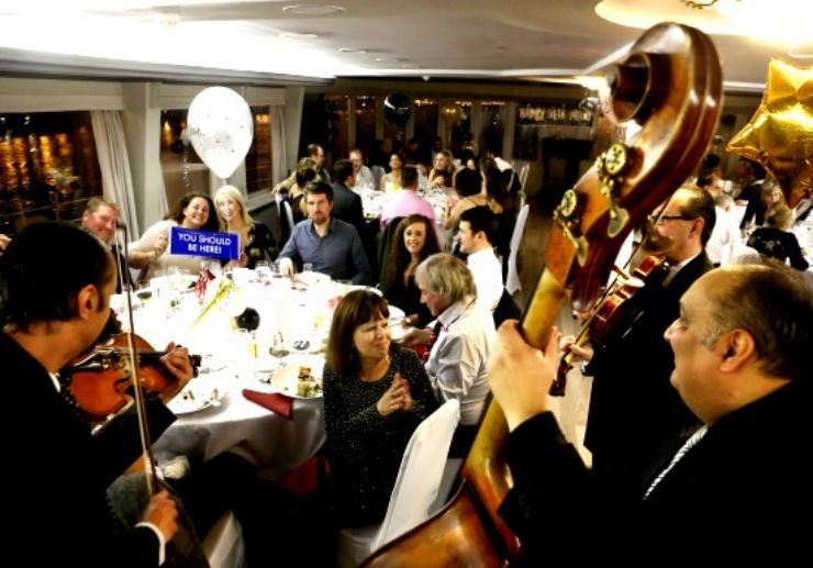 dinner cruise live music on Danube river