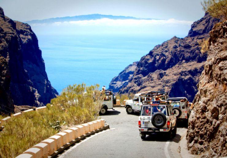 Masca jeep tour with view of La Gomera en-route