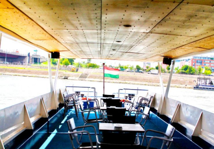 Cruise sightseeing tour on Danube Budapest