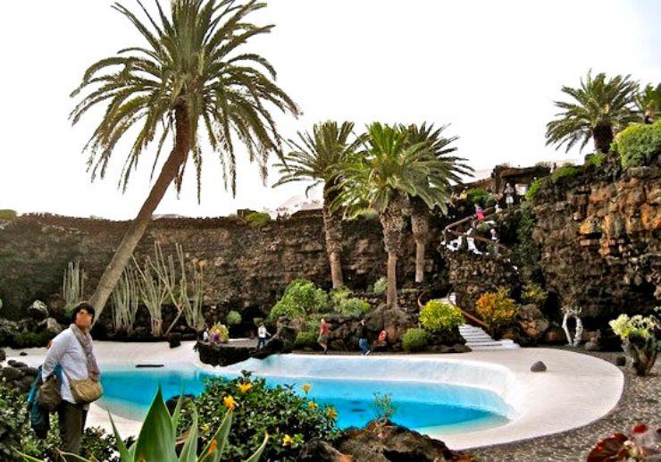 Jeep tour to visit Jameos Agua in Lanzarote